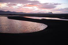 Paisaje en Islandia durante las noches blancas del verano polar