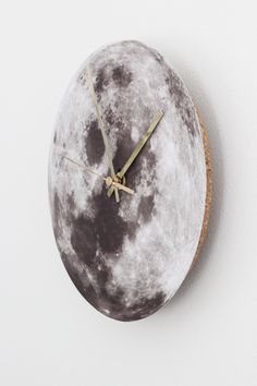 10 horloges DIY // http://www.deco.fr/loisirs-creatifs/photos-79771/