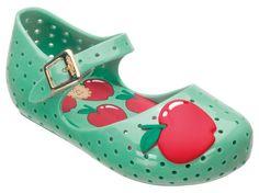 Mini Melissa Furadinha Verde-Vermelho, toda criança vai adorar. Coleção Melissa Rainbow ♥. Na Byuonline a sua sai por R$59.00.
