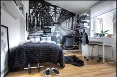 Teen boy's bedroom