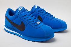 Two new colorways of the Nike Cortez Basic Nylon have been spotted for the Fall Classic Nike Shoes, Nike Classic Cortez Leather, Blue Sneakers, Sneakers Nike, Nike Cortez Shoes, Baskets, Nike Shoes Air Force, Sneaker Magazine, Comfortable Sneakers