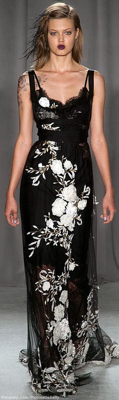 My favorite from the Marchesa show. A side note: Marchesa perfume has become my favorite; you can get it at Sephora. Couture Mode, Style Couture, Couture Fashion, Runway Fashion, Net Fashion, Womens Fashion, Ny Fashion Week, New York Fashion, Marchesa Spring