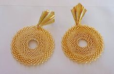 """Earrings peyote Tutorial """"Sand"""" - Rocailles and Delica Miyuki in Gold and Beige colors - Circle Model Gold Jhumka Earrings, Gold Earrings Designs, Gold Jewellery Design, Necklace Designs, Ruby Jewelry, Ear Jewelry, Beaded Jewelry, Handmade Jewelry, Boucle D'oreille"""