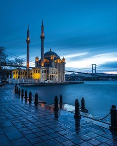 Ortakoy Mosque in Istanbul Turkey is one of the most beautiful mosque of the city. It was built back in 1855 by the Armenian Architect Garabet Balyan during the reign of Ottoman Sultan Abdul Mecid. Beautiful Mosques, Beautiful Places, Blue Mosque Istanbul, Bungalow Haus Design, Istanbul Travel, Istanbul City, Hagia Sophia, Islamic Architecture, Architecture Wallpaper