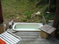 bathroom: Usual Desaign Picture Low White Old Bath Tub For Outdoor In Wooden… Outdoor Bathtub, Outdoor Bathrooms, Jacuzzi, White Bathroom Interior, Bathroom Green, Small Bathroom Renovations, Bathroom Ideas, Nautical Bathroom Decor, Large Tub