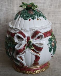 """Unmarked Ceramic 10"""" HOLLY PINE CONE W/ BOW COOKIE JAR Christmas XMAS Holiday"""