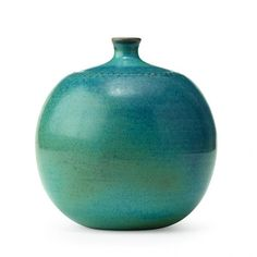 Inexpensive, elegant and versatile, pottery is a worthwhile addition to your home, and you should definitely consider getting some for your interior design project. Pottery is used to decorate diff… Ceramic Pots, Glass Ceramic, Ceramic Pottery, Pottery Art, Stig Lindberg, Sculptures Céramiques, Keramik Vase, Terracota, Scandinavian Art