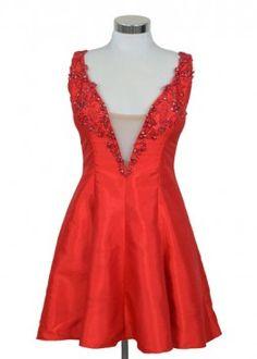 Vestido en tono rojo intenso, perfecto para destacar en esa noche especial.  #graduacion #15 #matrimonio #fiesta #vestidos #wedding #party #dress #fashion #style #design #outfit #shopping #glam