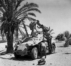 British soldiers inspecting a captured German SdKfz 222 armoured car, 24 June 1941 (Imperial War Museum) Luftwaffe, Anti Tank Rifle, Afrika Corps, Mg 34, Country Trucks, North African Campaign, British Soldier, British Army, Ww2 Tanks