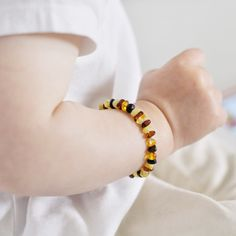 Natural amber beads for small baby hand www.cozyamber.eu
