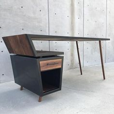 Design & Build by . Wood Working Projects Carpentry Furniture DIY Hand Power Tools How To Ideas Crafts Signs Modern Office Table, Office Table Design, Office Furniture Design, Design Table, Set Design, Design Desk, Modern Desk, Custom Design, Furniture Makeover