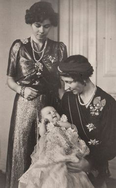 carolathhabsburg:  Queen Frederika of Greece with mother, Viktoria Luise, Duchess of Brunswick, and her daughter little Princess Sophia, later Queen Sofia of Spain.