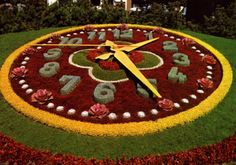 Spring Ahead with a Floral Clock to welcome guests to a venue or event. Unique Gardens, Amazing Gardens, Beautiful Gardens, Garden Deco, Big Garden, Floral Clock, Clock Flower, Garden Clocks, Topiary Garden