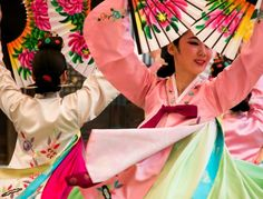Korean fan dancers and video of South Korea