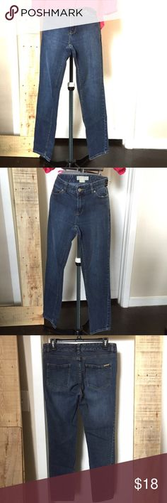 """🆕Listing: Michael by Michael Kors Classic Jeans Michael by Michael Kors Jeans. These are classic blue jeans. Perfect for when you don't want your jeans to have all the attention. Slim fit size 4 measures: 32"""" around top, 7.5"""" rise, 28"""" inseam. Made to taper at the ankle. 1111/400/1120 MICHAEL Michael Kors Jeans Skinny"""