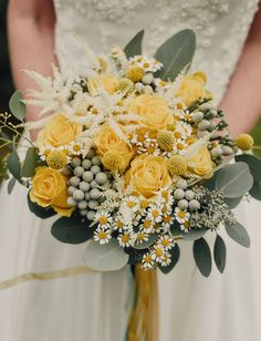 16 Stunning Summer Wedding Flowers---daisy and yellow roses wedding bouquet with greenery and elegant ribbon, summer outdoor garden weddings bouquets daisies 16 Stunning Summer Wedding Flowers to Embrace in June, July and August. Church Wedding Flowers, Yellow Wedding Flowers, Diy Wedding Bouquet, Rose Wedding, Wedding Colors, Green Wedding, Yellow Weddings, Wedding Blog, August Wedding Flowers