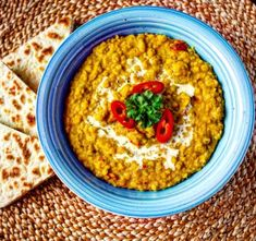 Indický dhal z červené čočky s chlebem naan Naan, Portobello, Pina Colada, Macaroni And Cheese, Oatmeal, Curry, Cooking, Breakfast, Ethnic Recipes