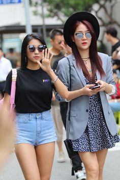 Sistar Bora & Soyou Sistar, Denim Skirt, Kpop, Skirts, Vintage, Style, Fashion, Swag, Moda