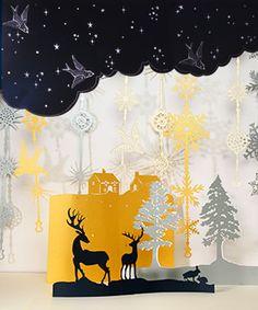 Décors de vitrines réalisés en découpe laser sur papier. vitrine de Noël. Atelier de découpe laser à Paris pour décorateurs et scénographes.