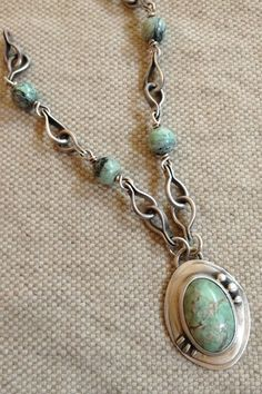 Instructions on how to forge, drill and bend the links for this beautiful handmade wire chain./ Great tutorial.
