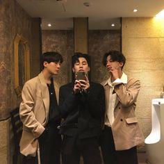 Korean Boys Hot, Korean Men, Asian Boys, Korean Best Friends, Boy And Girl Best Friends, Beautiful Boys, Pretty Boys, Classic Outfits, Cool Outfits