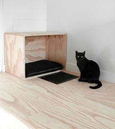 Your pet needs the best things! Make a pet bed for your little friend – that's very easy. A cat or a dog bed is very easy to make of an old suitcase – all Diy Cat Bed, Diy Bed, Lit Chat Diy, Old Wooden Boxes, Gatos Cats, Animal Projects, Cat Furniture, Pet Beds, Dog Houses