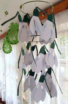 sněženkový závěs Fun Diy Crafts, Holiday Crafts, Crafts For Kids, Spring Tree, Spring Flowers, Paper Flower Backdrop, Paper Flowers, Spring Window Display, Holiday Homework