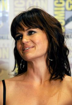 haircut with bangs carla gugino photos photos overture premiere of 9615