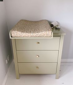 Vores puslebord: DIY guide til Diy Changing Table, Ikea Baby, Baby Hacks, Future Baby, Diy For Kids, Diy Baby, Baby Room, Kids Room, Nursery