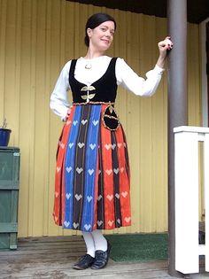 Alavuden kuoropuku Folk Costume, Costumes, Choir Dresses, Helsinki, Traditional Outfits, Dress Up, Folk Clothing, Folklore, Finland