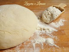 La pasta da pane è un impasto che può essere utilizzato per moltissime preparazioni: pizze, focacce e infinite torte salate