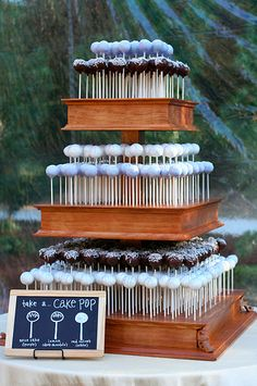 Don& want a cake on your wedding day? Or cake pops? Check out our wedding cake alternatives! Alternative Wedding Cakes, Wedding Cake Alternatives, Birthday Cake Alternatives, Cake Pop Displays, Bar A Bonbon, Cake Pop Stands, Diy Cake Pop Stand, Cake Pop Holder, Wedding Cake Pops