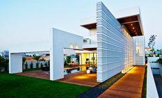 Grand luxe pour cette maison contemporaine sur un terrain escarpé de Caesarea en Israël,  #construiretendance