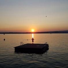 #Zugersee #Zug #Abendstimmung am 19. September 2018 #endloserSommer #LakeofZug #endlesssummer #lastmanstanding Endless Summer, Switzerland, September, Celestial, Sunset, Outdoor, Zug, Scenery, Sunsets