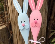 This set of 4 wooden spoons (priced individually at $3.00 a piece) have fun Easter or Spring characters: Carrot (my favorite!), Bunny, Chick, and a decorated egg. I have hand painted them front and back and have a clear semi-gloss protective coat of spray paint.  - Great gift idea or party favor - perfect kitchen or bathroom decoration - can be attached to a gift or a edible treat - can be added to a holiday flower arrangement - use a spoon to decorate a jar of homemade goodies - fun…