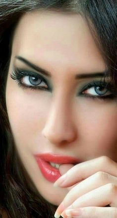 Wooow talking eyes, those alluring eyes 🤗 lovely eyes, stunning eyes, pret Stunning Eyes, Beautiful Lips, Gorgeous Eyes, Pretty Eyes, Cool Eyes, Beautiful Women, Girl Face, Woman Face, Too Faced