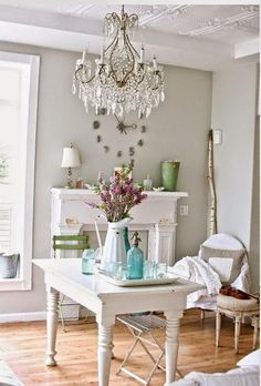 60 Ways Incorporate Shabby Chic Style into Every Room in Your Home Bureau Shabby Chic, Shabby Chic Room Decor, Bodas Shabby Chic, Shabby Chic Mode, Cottage Shabby Chic, Shabby Chic Office, Shabby Chic Stil, Estilo Shabby Chic, Shabby Chic Interiors