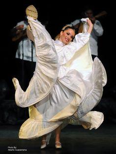 "Ballet Folklorico ""Quetzalli"" de Veracruz"
