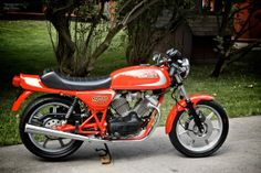 Moto Morini is uan Italian motorcycle manufacturer, founded by Alfonso Morini in Bolonga, In the early Moto Morini launched their f. Classic Motors, Classic Bikes, Vintage Motorcycles, Custom Motorcycles, Motorcycle Manufacturers, Final Drive, Motorcycle Engine, Vintage Classics, Classic Italian