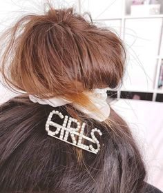 ♀️ G.I.R.L.S. ♀️ Os ganchos que estavam esgotados estão de volta para brilhar nos vossos cabelos! 💁🏽♀️ Who run the world? GIRLS! 💖 Who Runs The World, Bobby Pins, Hair Accessories, Beauty, Collection, Girls, Shop, Whoville Hair, Beleza