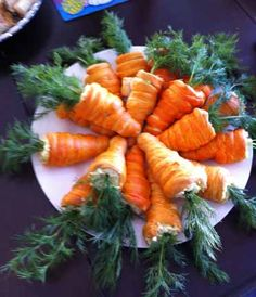 Carrot Crescents filled with your favorite egg or ham salad. Cut crescent roll dough into strips and wrap around a cone; tint with orange food coloring and bake! Fill with egg salad, chicken salad, etc. Easter Salad, Easter Lunch, Easter Dinner, Easter Party, Easter Food, Easter Eggs, Hoppy Easter, Easter Table, Crescent Roll Dough