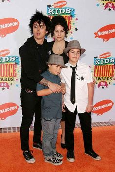 Billie Joe, Mike Dirnt and Tre Cool are all dads and their career does not get in the way of raising their children: | 21 Reasons Why Green Day Is Still The Best
