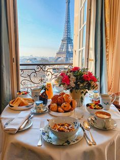 Good Morning, Good Morning ☀️ It's great to stay awake! Hotel Breakfast, Morning Breakfast, Breakfast In Paris, Aesthetic Food, Travel Aesthetic, Beau Site, Beautiful Places To Travel, Good Morning Good Night, How To Stay Awake