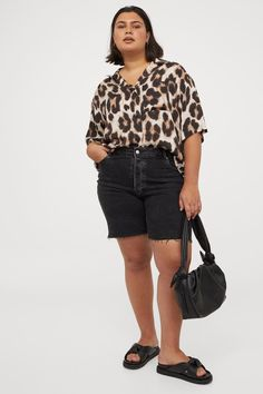 Shorts With Pockets, Pocket Shorts, Plus Size Inspiration, Cut Off, Fashion Company, Online Price, Bermuda Shorts, Black Women, Personal Style