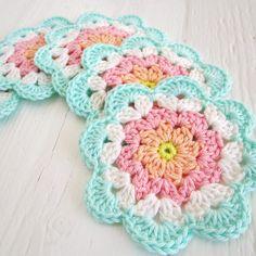 Transcendent Crochet a Solid Granny Square Ideas. Inconceivable Crochet a Solid Granny Square Ideas. Crochet Diy, Mandala Au Crochet, Crochet Vintage, Crochet Flower Patterns, Love Crochet, Crochet Gifts, Crochet Motif, Crochet Doilies, Crochet Flowers