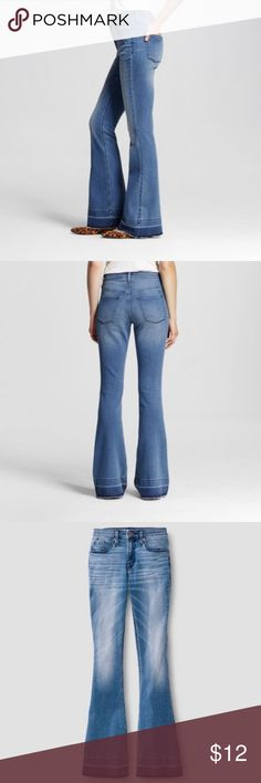 """NWT WOMEN'S MOSSIMO HIGH-RISE FLARE DENIM JEANS 10 AVAILABLE FOR PURCHASE A NWT WOMEN'S MOSSIMO HIGH-RISE FLARE DENIM JEANS, SZ 10. EXCELLENT CONDITION! NO RIPS, TEARS OR STAINS.  *MY CAMERA WILL SOMETIMES ADD WHITE CIRCLES ON DARK CLOTHES. ANY DEFECTS WILL BE LISTED!*   ~DETAILS~  SZ - 10  98% COTTON & 2% SPANDEX   WAIST LAYING FLAT ON THE FLOOR - 15""""   HIPS - 18""""   INSEAM - 34.5""""   SUPER STRETCH  100% AUTHENTIC   FACTORY DISTRESSED HEM Mossimo Supply Co. Jeans Flare & Wide Leg"""