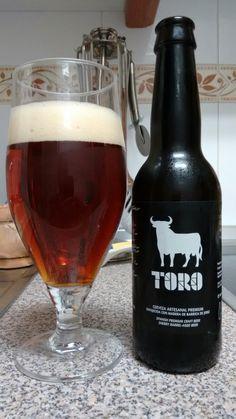 Cerveza Artesanal Premium TORO. Cerveza envejecida con madera de barrica de Jerez. Color cobrizo intenso, con cuerpo, fácil de beber.