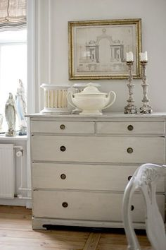 A little History Lesson about Gustavian furniture... - Chalk Farm