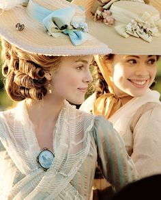 Keira Knightley as Georgiana Cavendish and Hayley Atwell as Elizabeth Foster in The Duchess Fancy Costumes, Movie Costumes, Historical Costume, Historical Clothing, Historical Dress, 18th Century Costume, Fashion Cover, Beautiful Costumes, Vintage Gowns