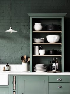 Kitchen Remodeling Trends New Kitchen Open Shelving Remodeling Trend Shabby Chic Kitchen Decor, Shaker Style Kitchens, Chic Kitchen, Kitchen Remodel, Open Kitchen Shelves, Remodeling Trends, Kitchen Styling, Kitchen Layout, Kitchen Renovation